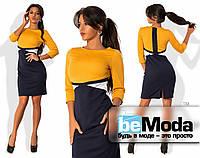 Стильное женское платье с необычными цветными вставками горчичное
