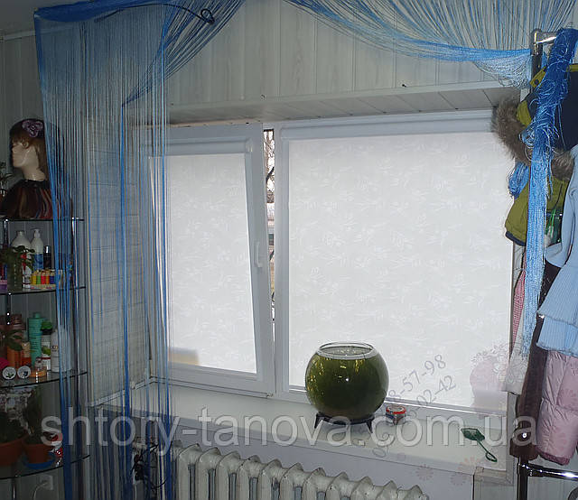 Рулонные шторы на окна с тканью тюльпан