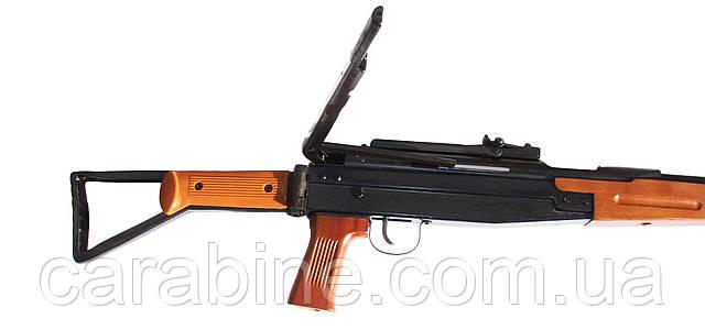 Пневматическая винтовка B5 с откинутым боковым рычагом взвода