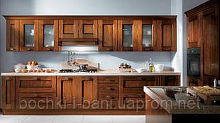 Кухонный гарнитур с фасадом из массива