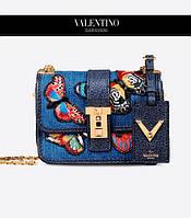Женская мини-сумка B-Rockstud от Valentino Garavani задает новые границы минимализма