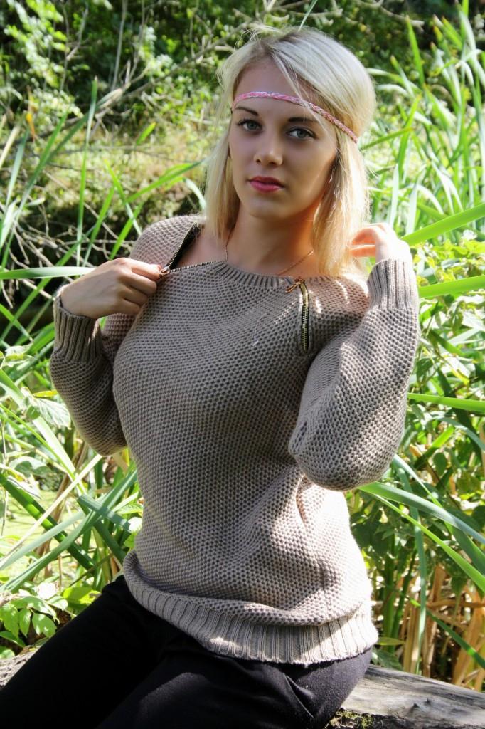 Жіночий светр Блискавки, в кольорах