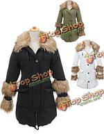 Женщины благородный старинный меховым воротником сгущает капюшоном пальто на вате верхняя одежда