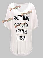 Случайные свободные буквы напечатаны v шеи женщин пляж верхней футболку