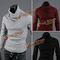 Мужское тело моды окрашивает хлопчатобумажный свитер с высоким воротом