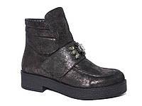 Женские демисезонные ботинки из нубука с камнями