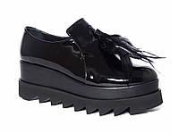 Лаковые женские ботинки на платформе с перьями