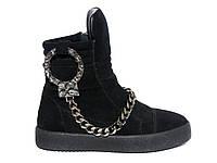 Замшевые женские ботинки с наручниками