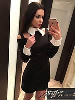 Короткое платье с воротником и манжетами и вырезами на плечах