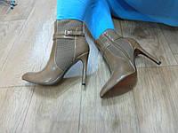 Ботинки демисезонные на каблуке с острым носиком 40