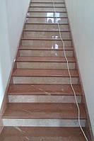 Лестница из двух видов мрамора