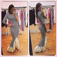 Длинное асимметричное платье в полосочку с оборкой по низу юбки