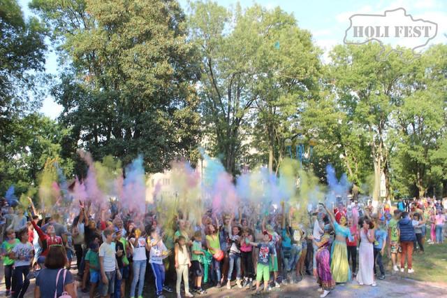 Барвистий Holi Fest розфарбував місто Снятин!