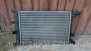 Радиатор охлаждения Opel Vectra B.