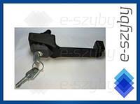 Пластиковая ручка двери с ключом левая MTZ Belarus