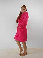 Мягкий махровый малиновый халат с капюшоном средней длинны