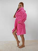 Мягкий махровый розовый халат с капюшоном средней длинны