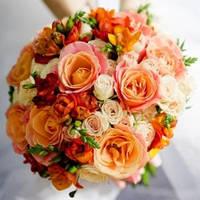 Свадебный букет из разных оттенков оранжевого цвета