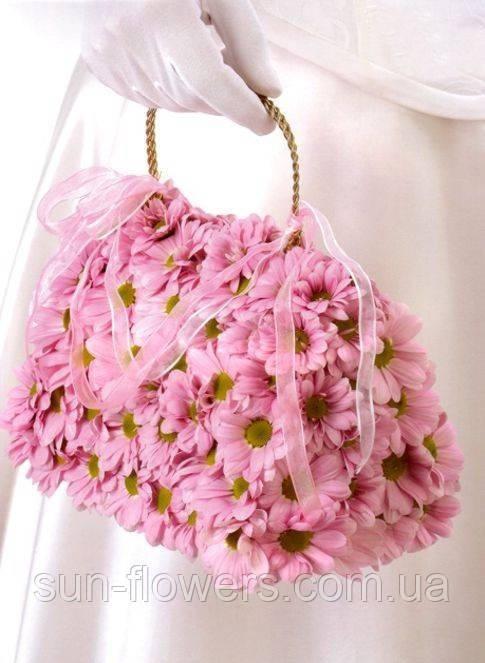 Букет сумочка из живых цветов и фруктов — img 2
