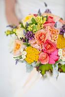 Свадебный яркий  букет из различных цветов