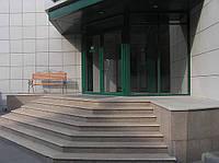 Входная группа офисного здания