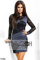Элегантное платье прилегающего силуэта, декорировано гипюровыми вставками спереди и на рукавах.