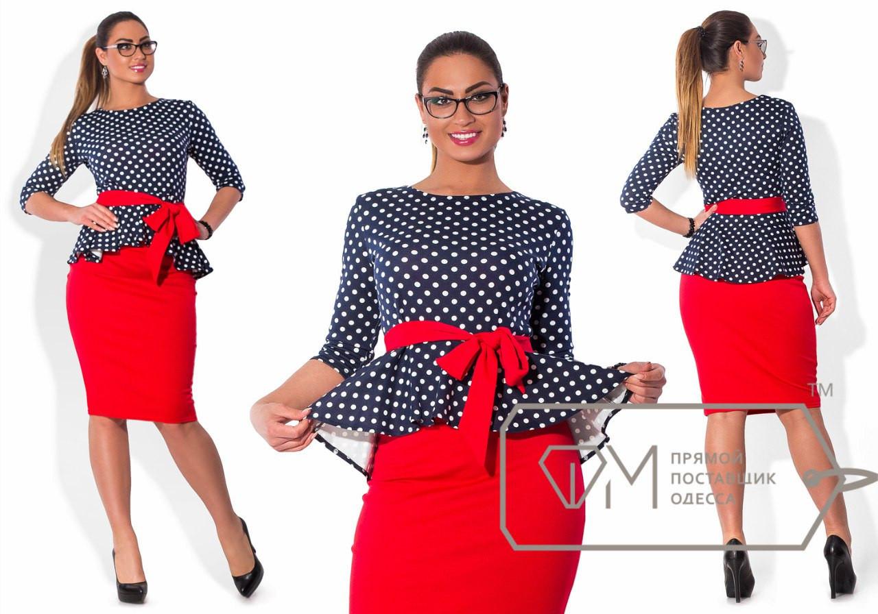 Блузка в горошек и красная юбка
