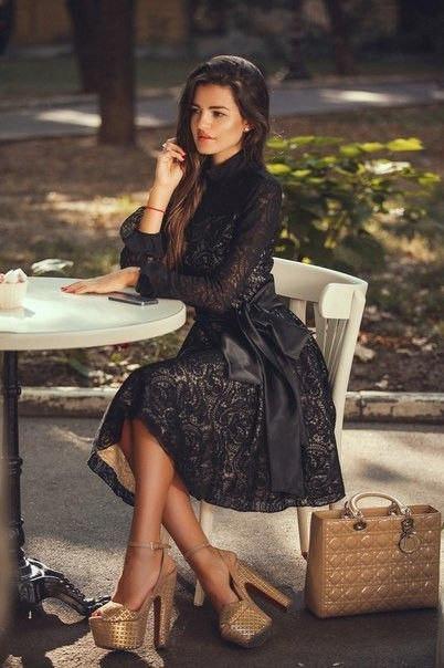 Платье длинный рукав с воланом