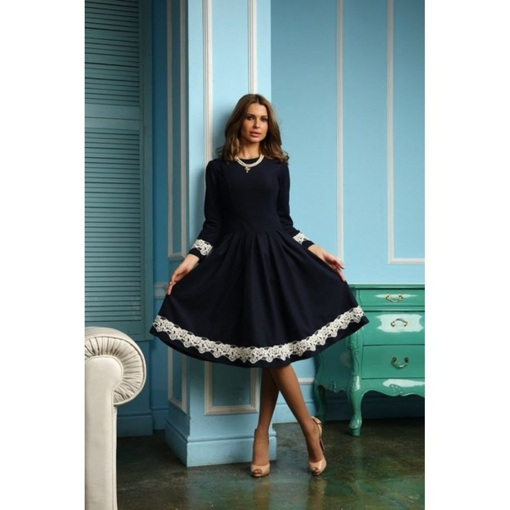 1a2d0c404d0 Платье миди с кружевными вставками на рукавах и по низу юбки ...