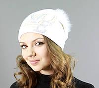 Красивая женская шапка с меховым бубоном