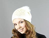 Стильная женская вязаная шапка с меховым бубоном