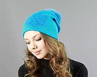 Яркая женская вязаная шапка с меховым бубоном