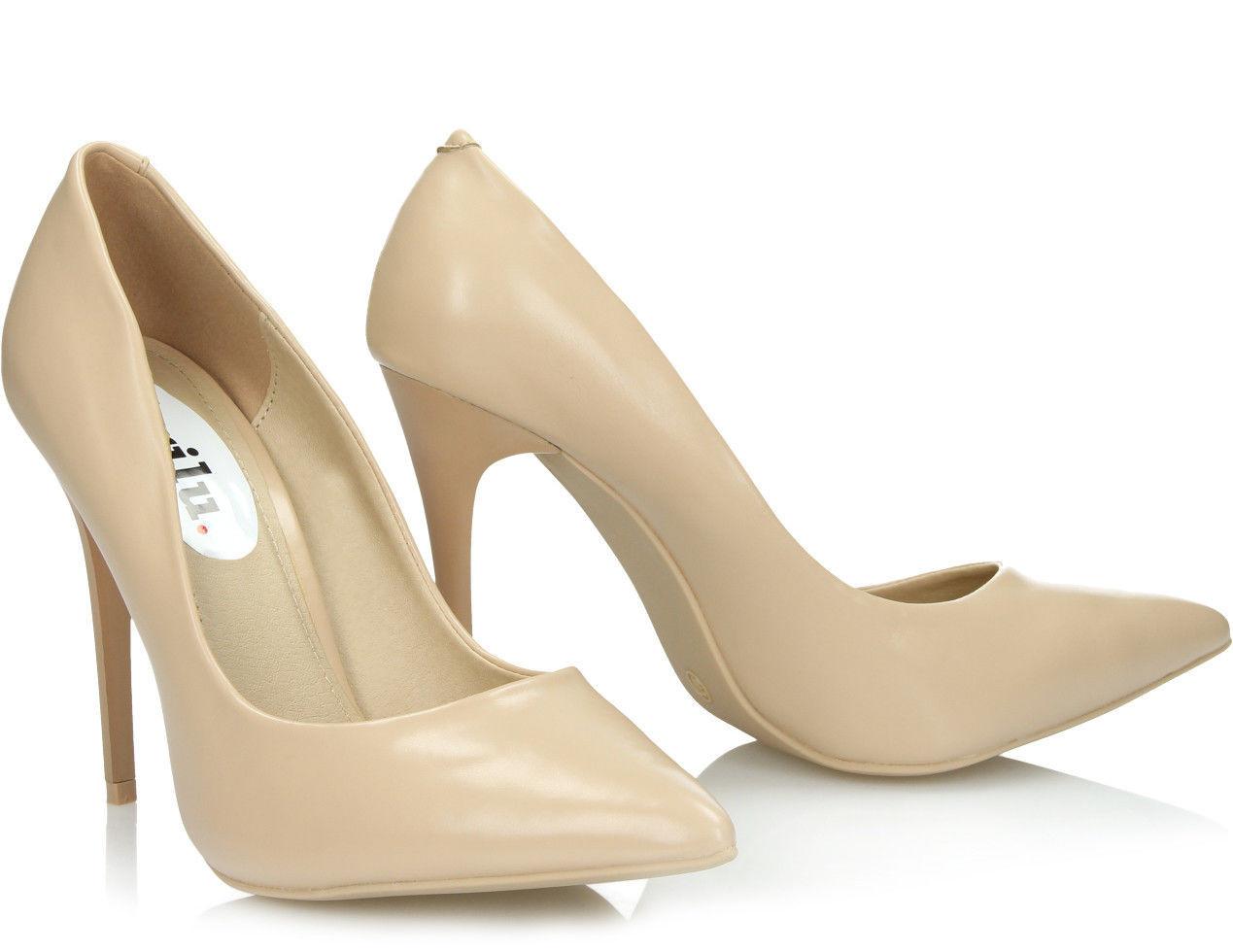 Женские туфли бежевого цвета