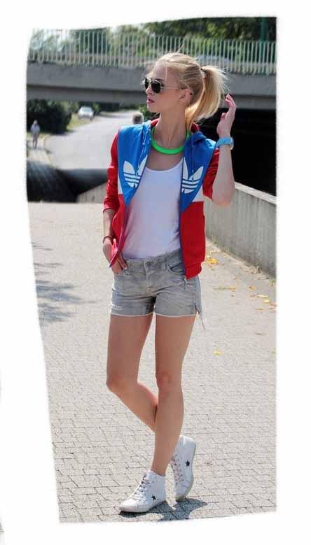Яркие женские кроссовки оптом от Бутс Одесса