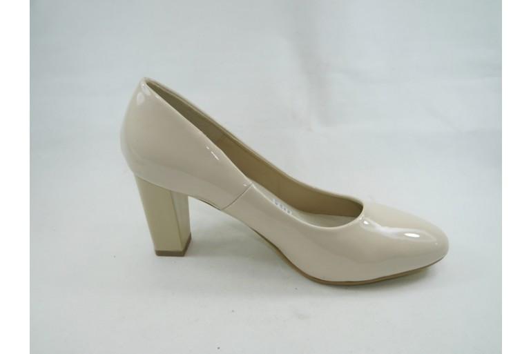 Бежевые туфли с квадратным каблуком  размер 36-40