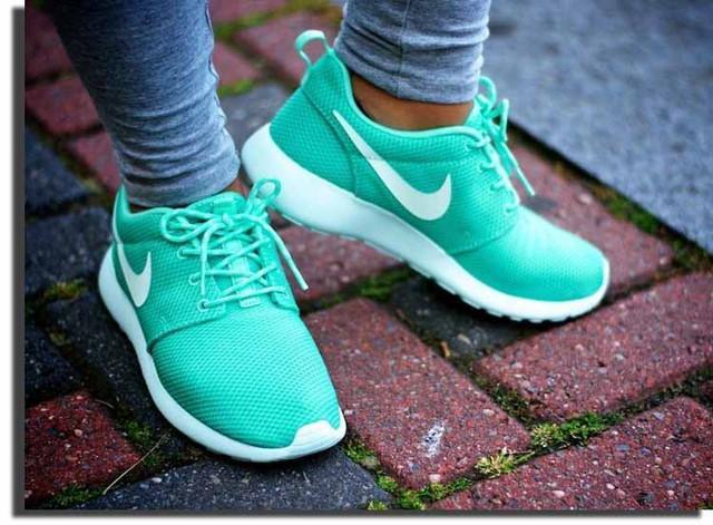 Модные женские кроссовки оптом от Бутс 7км