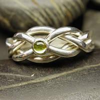 Серебряное кольцо головоломка с перидотом от Wickerring