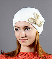 Красивая женская вязаная теплая шапка