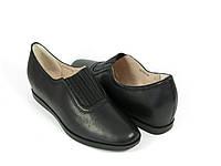 Женские туфли на танкетке черные