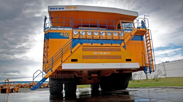 БелАЗ-75710 - самый большой в мире самосвал