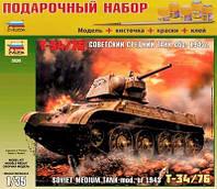 """Подарочный набор сборная модель Zvezda (1:35) Советский танк """"Т-34/76"""" (обр. 1943 г.)"""