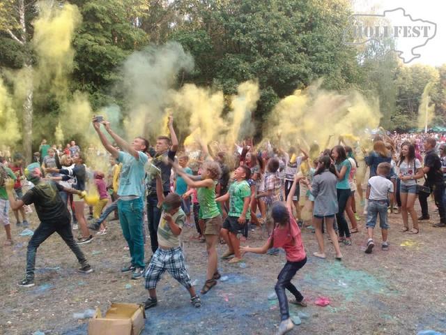 Яскраве свято фарб Холі відбулось в смт.Чемерівці!
