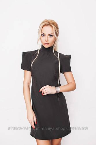 Платье женское с острыми плечиками.