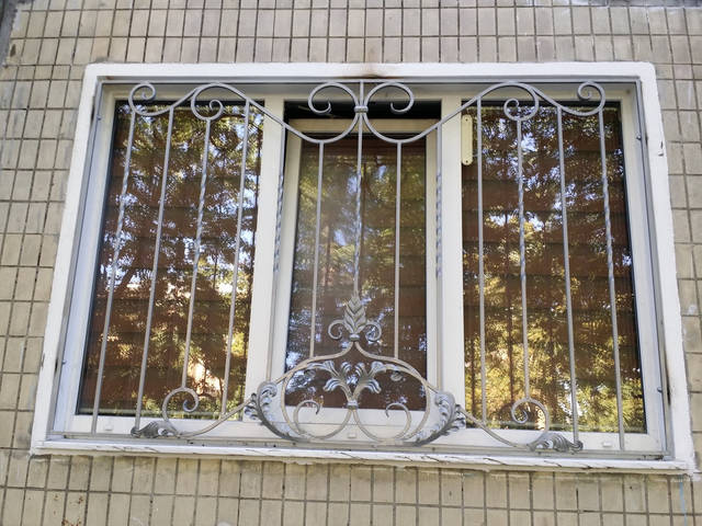 Кованые решетки на окна  -1