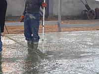 Устройство бетонного пола с упрочненным верхним слоем Топпинг