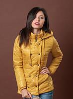 Яркая утепленная женская куртка желтого цвета