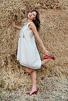 Вышитое расклешенное платье с американской проймой бежевое