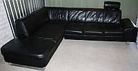 Угловой диван кожаный, черный с подголовником. Бесплатная доставка