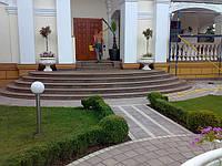 Реставрация,  чистка и гидрозащита гранита на фасадах и лестницах