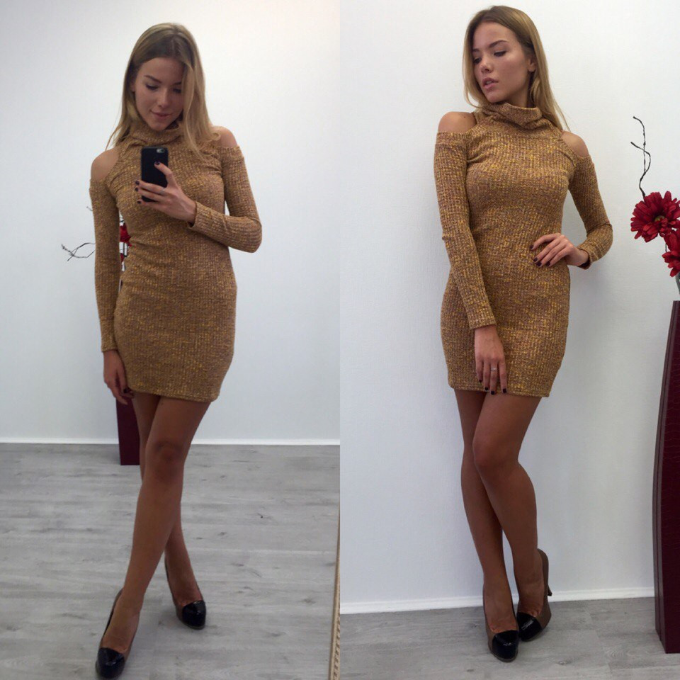 Вязаное платье с открытыми плечиками